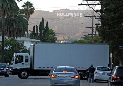 Moving Van purportedly leaving from Rob's Los Feliz estate on July 28th